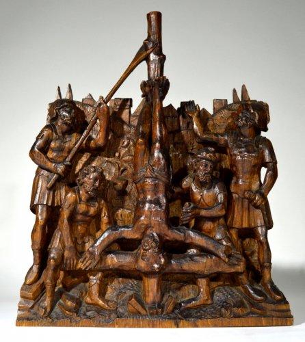 Oak retabel representing the crucifixion of saint peter.