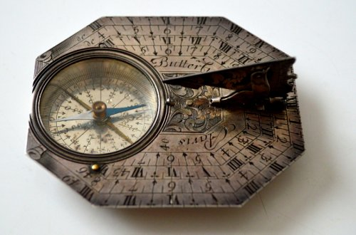 A sundial-compass by michael butterfield.  late 17th century.  - Collectibles Style Louis XIV