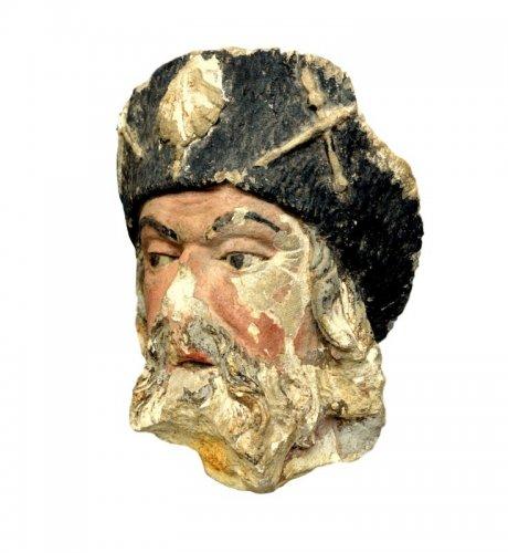 Limestone head of  St-Jacob of Compostela16th century
