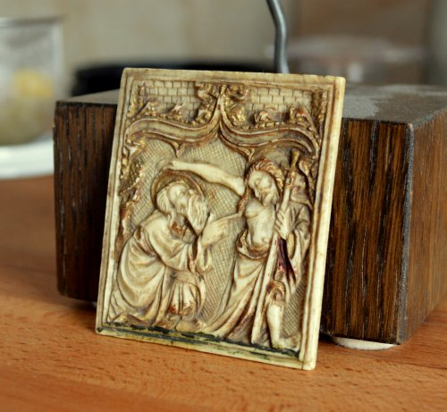 Religious Antiques  - Ivory plaque depicting St-Thomas and Christ. Circa 1450.