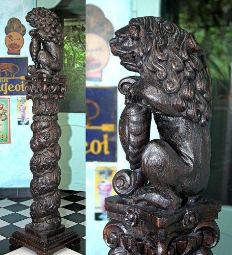 Baroque Oak Column with Lion, Cologne 17th century - Sculpture Style