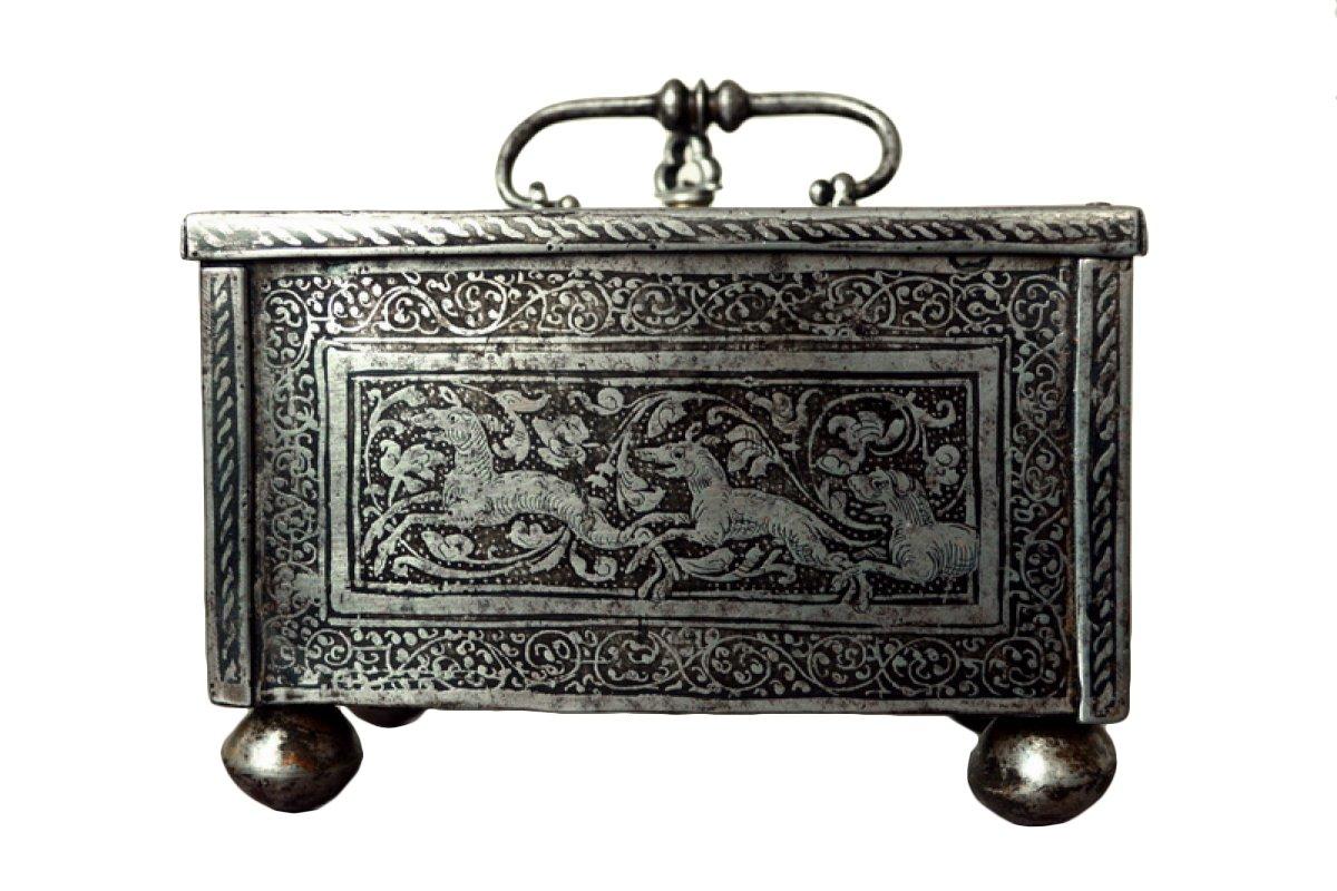 casket in etched steel n rnberg 2nd half 16th century. Black Bedroom Furniture Sets. Home Design Ideas