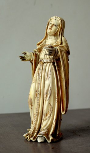 Religious Antiques  - Ivory carved Virgin.Philippines 17th century.