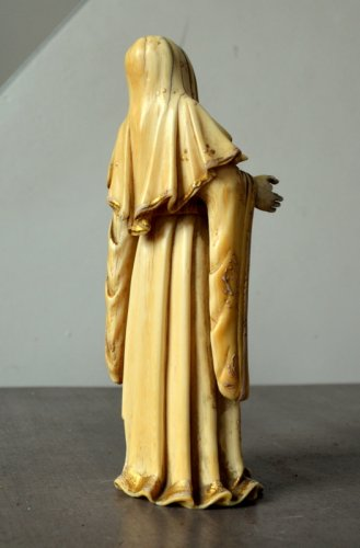 Antiquités - Ivory carved Virgin.Philippines 17th century.