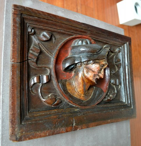 Carved oak panel showing a man's head,late 16th century. -