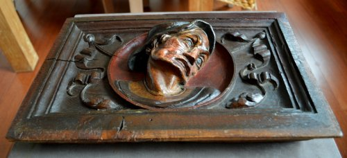 16th century - Carved oak panel showing a man's head,late 16th century.