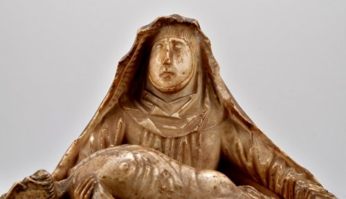 16th century - Alabaster carved gothic Pieta Circa 1450