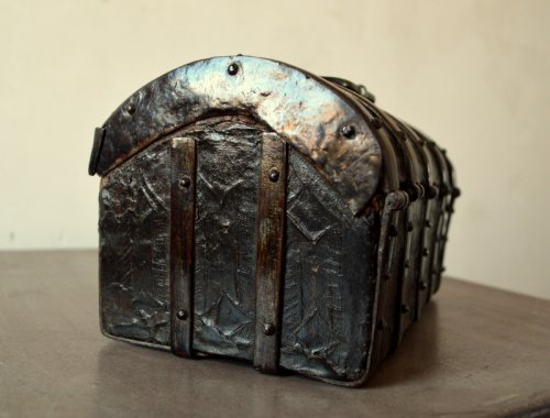 16th century - Gothic leather casket.France 15th century.