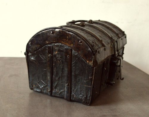Gothic leather casket.France 15th century. - Middle age