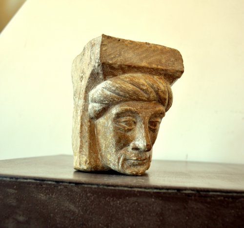 A gothic limestone fragment showing a man's head.Flemish c.1450 - Architectural & Garden Style Middle age