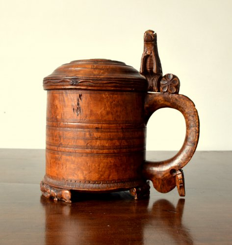 Collectibles  - A large norwegian birch tankard.Dated 1799