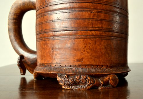 Antiquités - A large norwegian birch tankard.Dated 1799