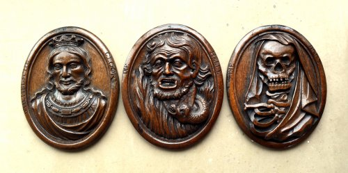 Three wood carved allegorical medaillons.17th century - Sculpture Style