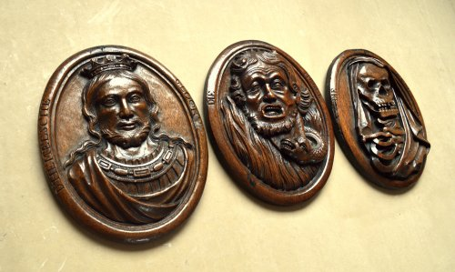 Three wood carved allegorical medaillons.17th century -