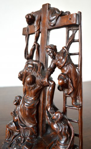 17th century - The Descent from the Cross - Walnut group Late 17th century.