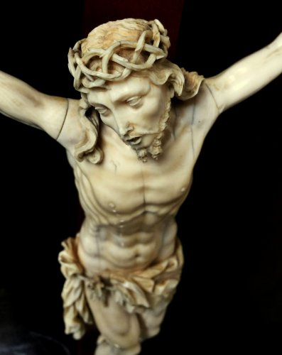 Ivory carved Christ.17th century - Religious Antiques Style