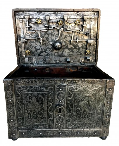 Huge casket in etched steel, Nürnberg 2nd half 16th century.