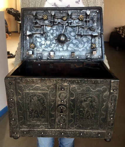 Huge casket in etched steel, Nürnberg 2nd half 16th century. - Curiosities Style Renaissance