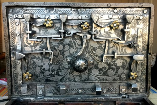 Curiosities  - Huge casket in etched steel, Nürnberg 2nd half 16th century.