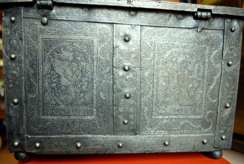 Renaissance - Huge casket in etched steel, Nürnberg 2nd half 16th century.