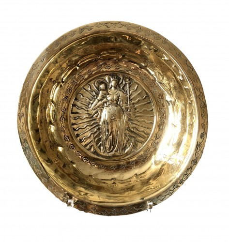 Alms bowl with the Virgin. Ca.1500