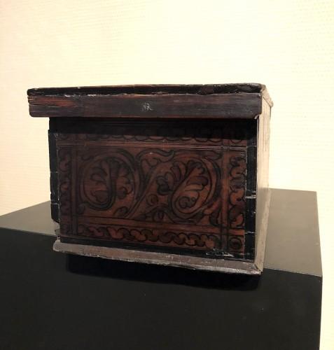 16th century - Casket in cedar wood. Northern italy. c1580.