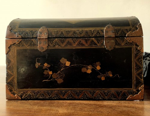 - A Namban black lacquer on wood casket.17th century.