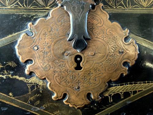 Antiquités - A Namban black lacquer on wood casket.17th century.