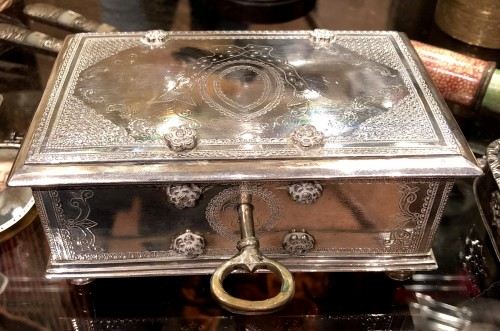 A Dutch colonial engraved silver casket.18th century - Antique Silver Style