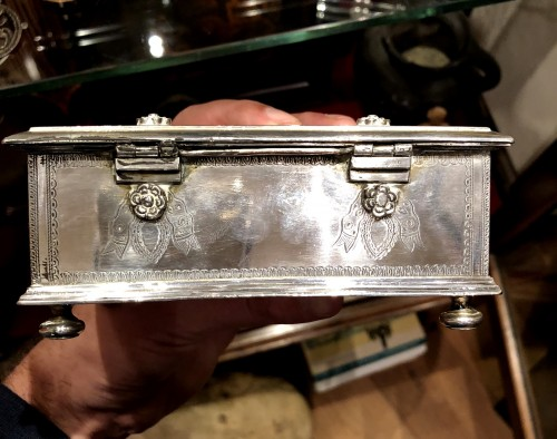 Antiquités - A Dutch colonial engraved silver casket.18th century