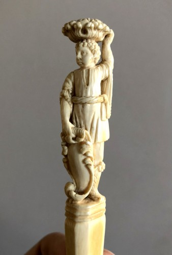 - Fork with ivory handle,17th century