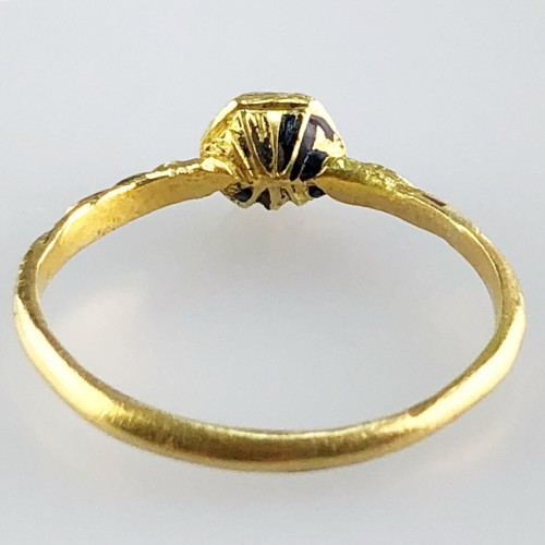 A gold, enamel and rock crystal ring.Ca.1600  - Antique Jewellery Style Renaissance