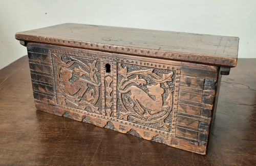 Casket in cedar wood. Northern italy. Late 15th century - Furniture Style