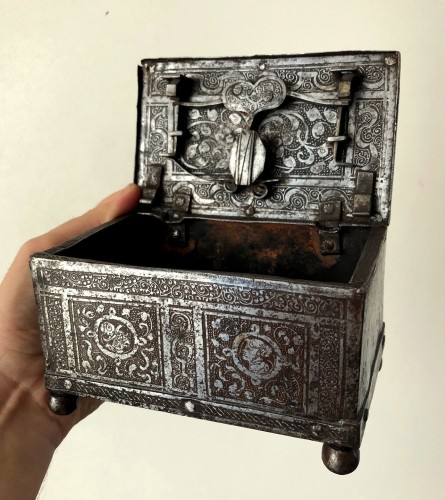 Casket in etched iron, Nürnberg 2nd half 16th century. - Curiosities Style Renaissance