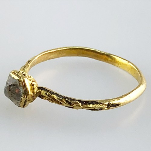 A gold, enamel and rock crystal ring.Ca 1600 - Antique Jewellery Style Renaissance