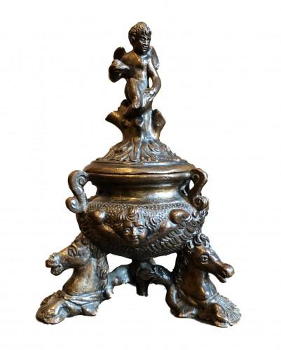 Renaissance bronze inkwell.Late 16th century