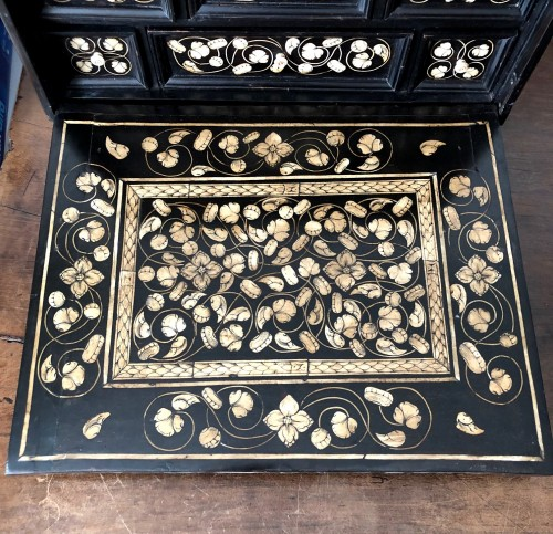 Indo-Portugese table cabinet.Late 17th century. -