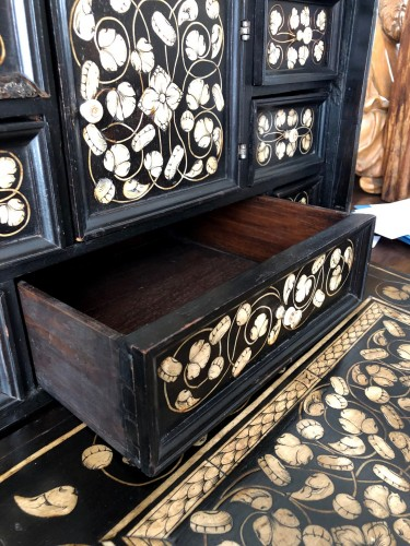 Antiquités - Indo-Portugese table cabinet.Late 17th century.