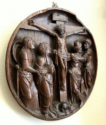 Sculpture  - An oak Tondo of the crucifixion.Flemish 16th century