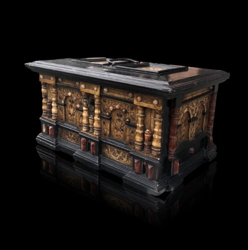 A renaissance alabaster and wood casket.Circa 1600 - Decorative Objects Style Renaissance