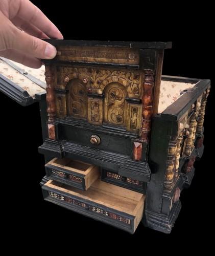 Antiquités - A renaissance alabaster and wood casket.Circa 1600