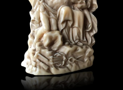 Antiquités - A miniature ivory Pieta.17th century