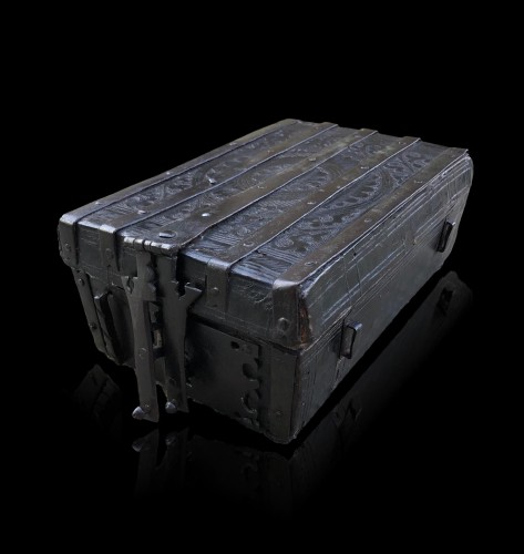 A gothic leather casket.France.15th century - Curiosities Style Middle age