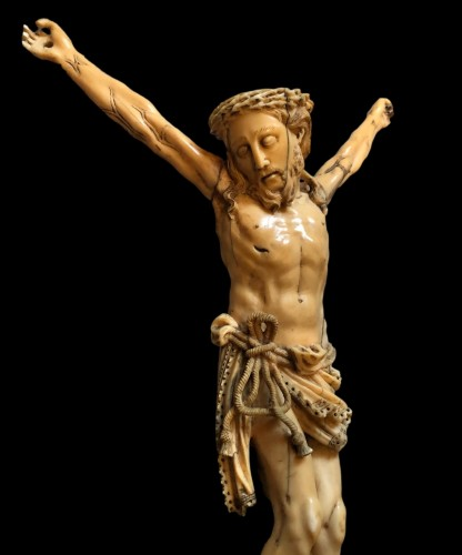 Religious Antiques  - A Goa ivory Christ.17th century