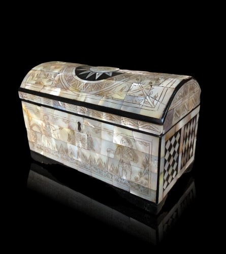 A Jersualem mother of pearl casket, late 18th century - Religious Antiques Style