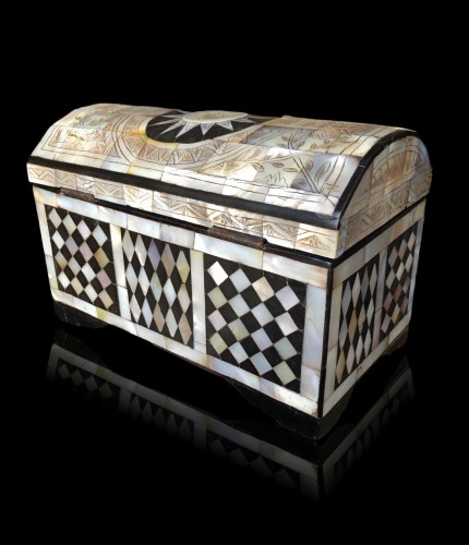 Religious Antiques  - A Jersualem mother of pearl casket, late 18th century