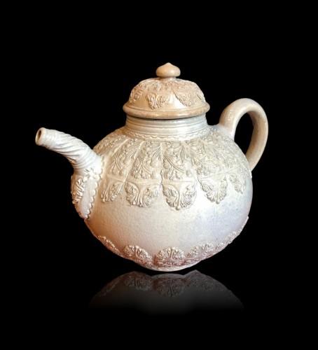 A Westerwald stoneware teapot, 18th century - Porcelain & Faience Style