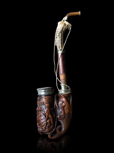 Curiosities  - A German 'Ulmer-Kloben' pipe with silver mounts. Ca.1800