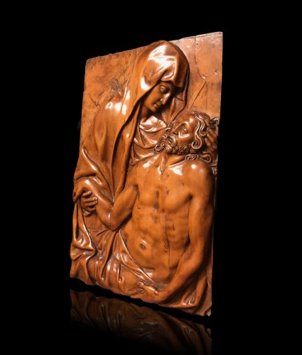 Sculpture  - A boxwood relief with the Pieta 17th century