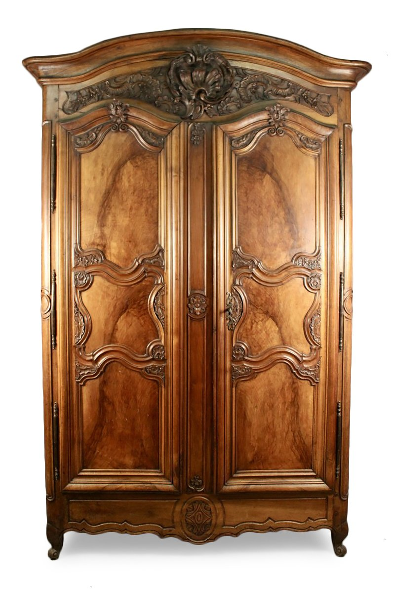 armoire lyonnaise en bois de noyer datant de la 1ere. Black Bedroom Furniture Sets. Home Design Ideas